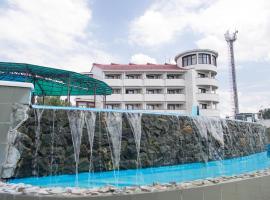 Golden Line Resort, hotel in Vityazevo