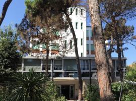 Hotel Promenade, hotel v mestu Milano Marittima