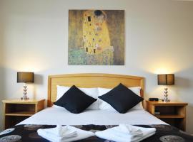 Meadowbrook Hotel Brisbane, hotel near Wet'n'Wild Water World, Loganlea