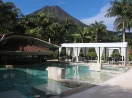 The Royal Corin Thermal Water Spa & Resort, hotel cerca de Ecoglide Arenal Park, Fortuna