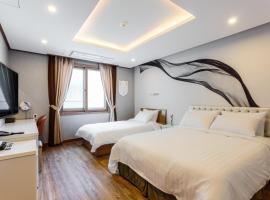 Rex Hotel, hotel in Seogwipo