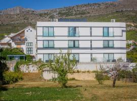 Hotel Jona, hotel with pools in Podstrana