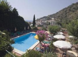 Hotel Villa Sirina, отель в Таормине