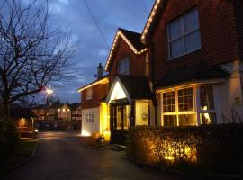 Corner House Hotel Gatwick, hotel dicht bij: Luchthaven London Gatwick - LGW, Horley