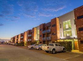Perth Ascot Central Apartment Hotel, apartment in Perth