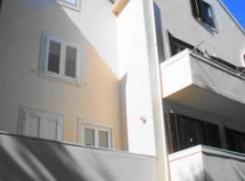 Rondina House, guest house in Korčula
