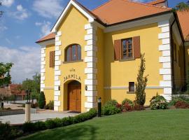 Hotel Akademie a depandance Vila Jarmila – hotel w mieście Velké Bílovice