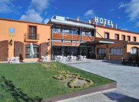 Hotel Restaurant Sol i Vi, hotel cerca de Campo de Golf Port del Compte, Lavern
