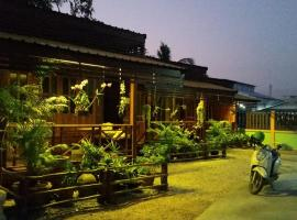 Happy Guesthouse Bungalow, homestay in Sukhothai