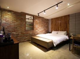 Hotel OZ Oncheonjang, motel in Busan