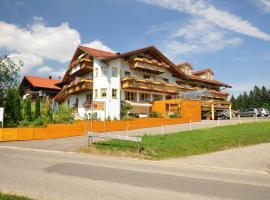 Berghüs Schratt - EINFACH ANDERS - Ihr vegetarisches und veganes Biohotel, hotel in Oberstaufen