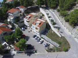 Apartments Villa Astra & Pinija, apartment in Brela