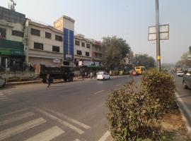 OYO 327 Hotel City Centre Inn, hotel near Nizamuddin Dargah, New Delhi