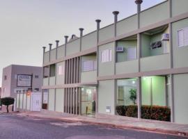 Hotel Carolina 2- próximo ao hospital Regional, hospital Mario Palmério, Hospital São Marcos, room in Uberaba
