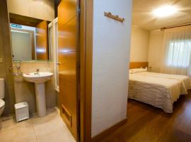 Hostal Abodi, hotel near University Hospital, Pamplona