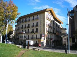 Hotel Mur, hotel in Jaca