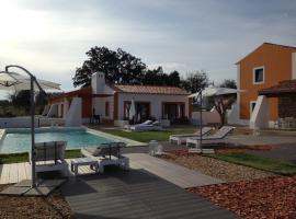 Tons da Terra - Casa de Campo & SPA, country house in São Domingos