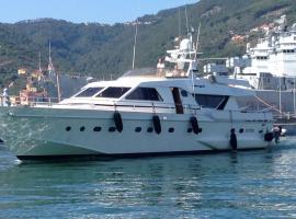 Riviera Boat Resort, hotel in La Spezia