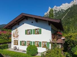 Almroeserl, hotel in Mittenwald