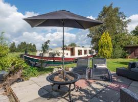 Houseboat Vinkeveen, self catering accommodation in Vinkeveen
