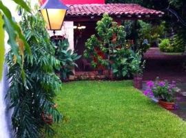 Hotel Caleta, hotel in San Miguel