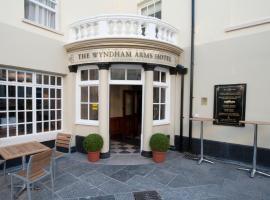 The Wyndham Arms-Wetherspoon, hotel in Bridgend