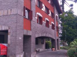 Flat Gramado Alpen, hotel with jacuzzis in Gramado