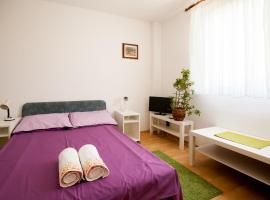 Friendly People's Guest House, hotel near St. Peter's Church, Zadar