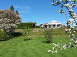Murrells Grand View House, hotel near Luxmore Jet, Manapouri