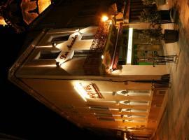 Les Arcades, hotel near Carcassonne Golf Course, Limoux