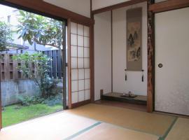 Enman Guest House Osaka, B&B in Osaka