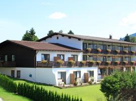 Hotel Alpenblick Berghof, отель в Хальблехе, рядом находится Замок Нойшванштайн