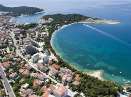 Apartments Luna, hotel in Makarska