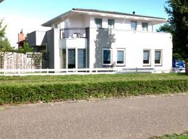 B&B Het Witte Huis, hotel dicht bij: Station Almere Parkwijk, Almere