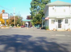 Elmwood Motor Lodge, motel in Boscawen