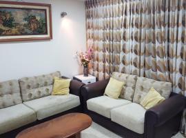 הדירה של זוהר, מלון ליד המושבה הגרמנית, חיפה