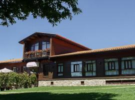 Complejo La Cabaña, hotel in Palas de Rei
