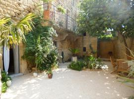 Guesthouse de Cambis B&B, hotel near Pont du Gard, Remoulins