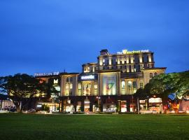 The Waterfront Hotel Kuching, hotel di Kuching