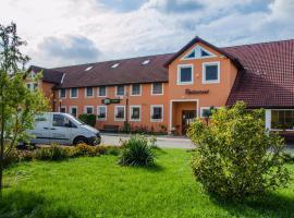 Hotel U Jezera, hotel in Velký Osek