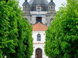 Monte Pacis – hotel w Kownie
