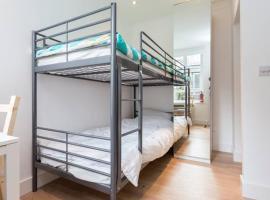 Cosy studio flat, hostel in London