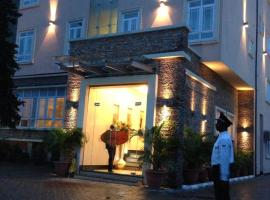 GrandBee Suites, hotel near Murtala Muhammed International Airport - LOS, Ikeja