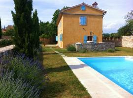 Holiday home Hedera, hotel near Morosini-Grimani Castle, Svetvinčenat