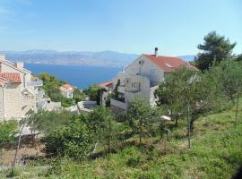 Apartments Postira Brač, hotel near Lovrećina Bay, Postira