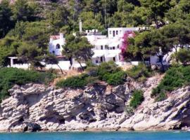 Agistri Club Hotel, hotel in Skliri
