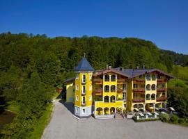 Hotel Fischerwirt Natur WaldSPA, hotel near Felsenreitschule, Faistenau