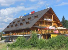 Hotel Grůň – hotel w pobliżu miejsca Wyciąg narciarski Rachowiec w Mostach koło Jabłonkowa