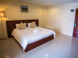 JJW House, hotel in Nai Yang Beach
