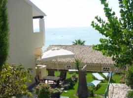 Menigos Resort House, pet-friendly hotel in Glyfada
